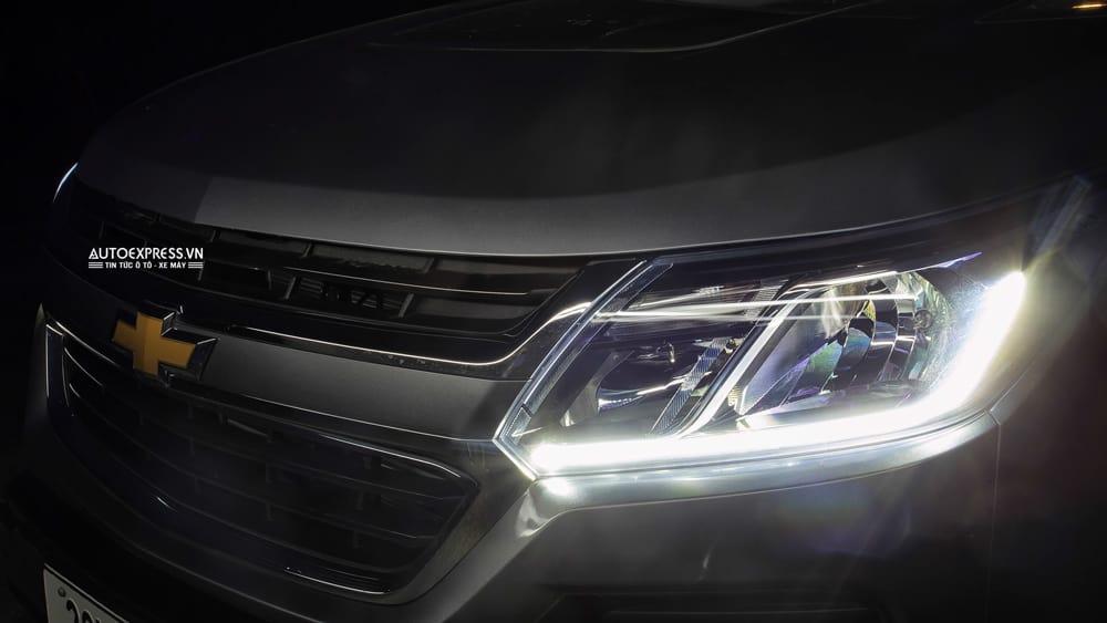 Vì sao đèn bên phụ sáng hơn đèn bên lái trên xe ô tô? 1
