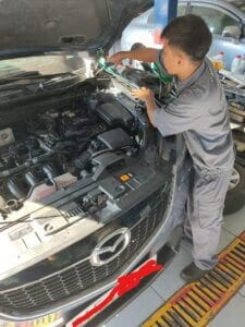 Maintenance Process of Car Engine compartment 3 Thanh Phong Auto HCM