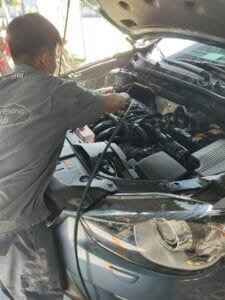 Maintenance Process of Car Engine compartment 7 Thanh Phong Auto HCM