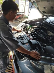 Maintenance Process of Car Engine compartment 9 Thanh Phong Auto HCM