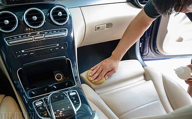 6 lưu ý khi làm sạch - vệ sinh ghế da xe ô tô bền màu 1