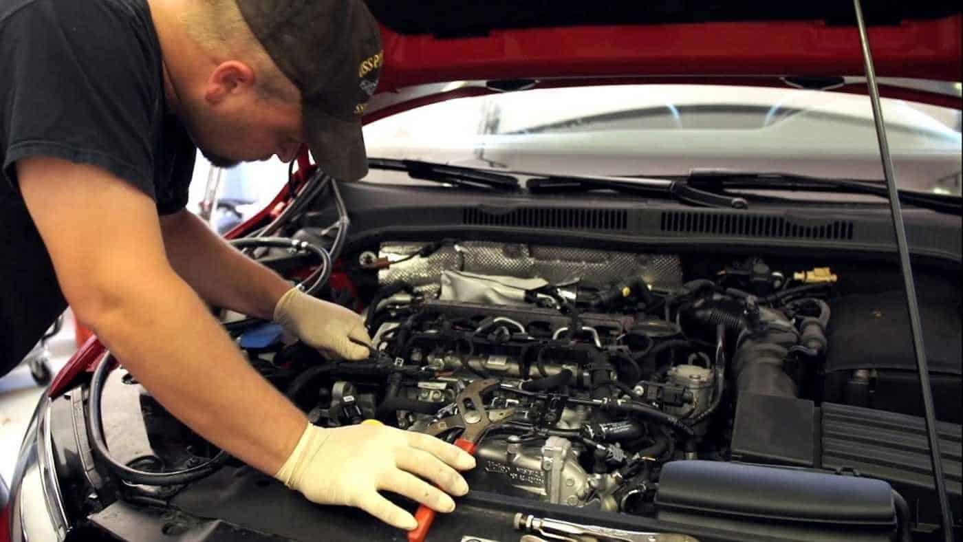 Sau 7500 km đầu tiên xe Volkswagen nên mang đi thay nhớt và bảo dưỡng định kỳ