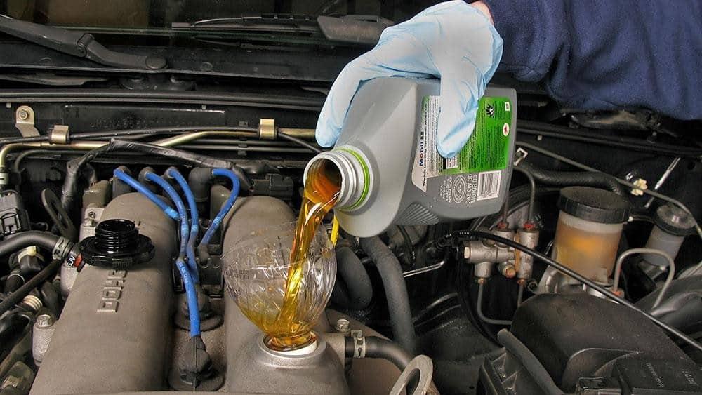 Cạn dầu nhớt gây ảnh hưởng đến tuổi thọ của xe