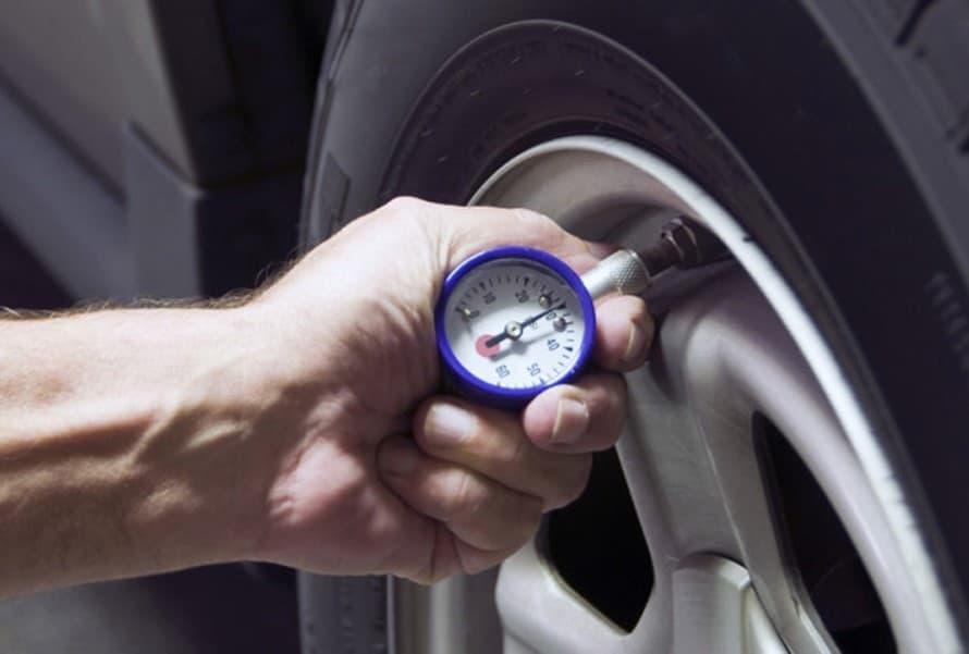 Lốp xe là bộ phận quan trọng cần kiểm tra thường xuyên