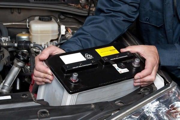 """Bộ phận ắc quy là """"trái tim"""" đẩm bảo cho xe hoạt động"""