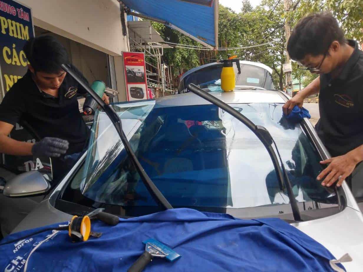 Dán phim Nano xe ôtô giúp duy trì các thiết bị nội thất trong xe ô tô