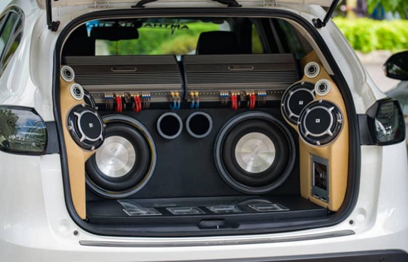 Nâng cấp âm thanh xe ô tô giúp bạn có thể lắng nghe những âm thanh sống động trong suốt hành trình hơn
