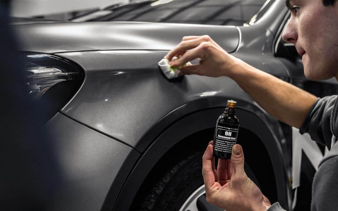 Phủ ceramic 9H xe ôtô sẽ giúp bề mặt sơn được sạch và sáng bóng hơn
