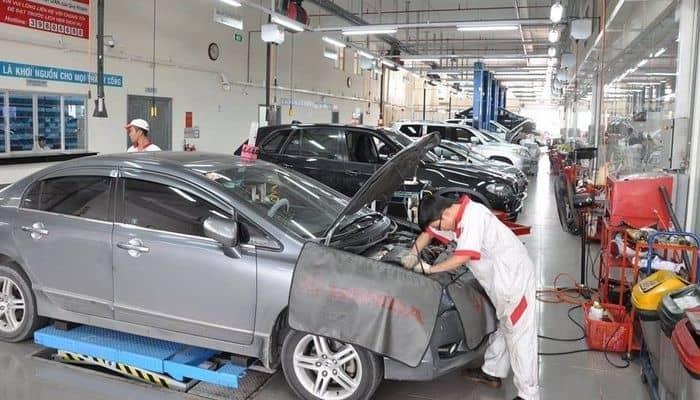 Khi xe xuất hiện các dấu hiệu bất thường, bạn nên đưa xe tới garage uy tín để được kiểm tra