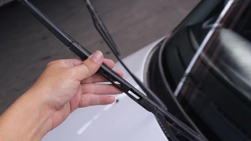 3 lưu ý khi sửa chữa, bảo dưỡng cần gạt nước mưa xe ôtô 1