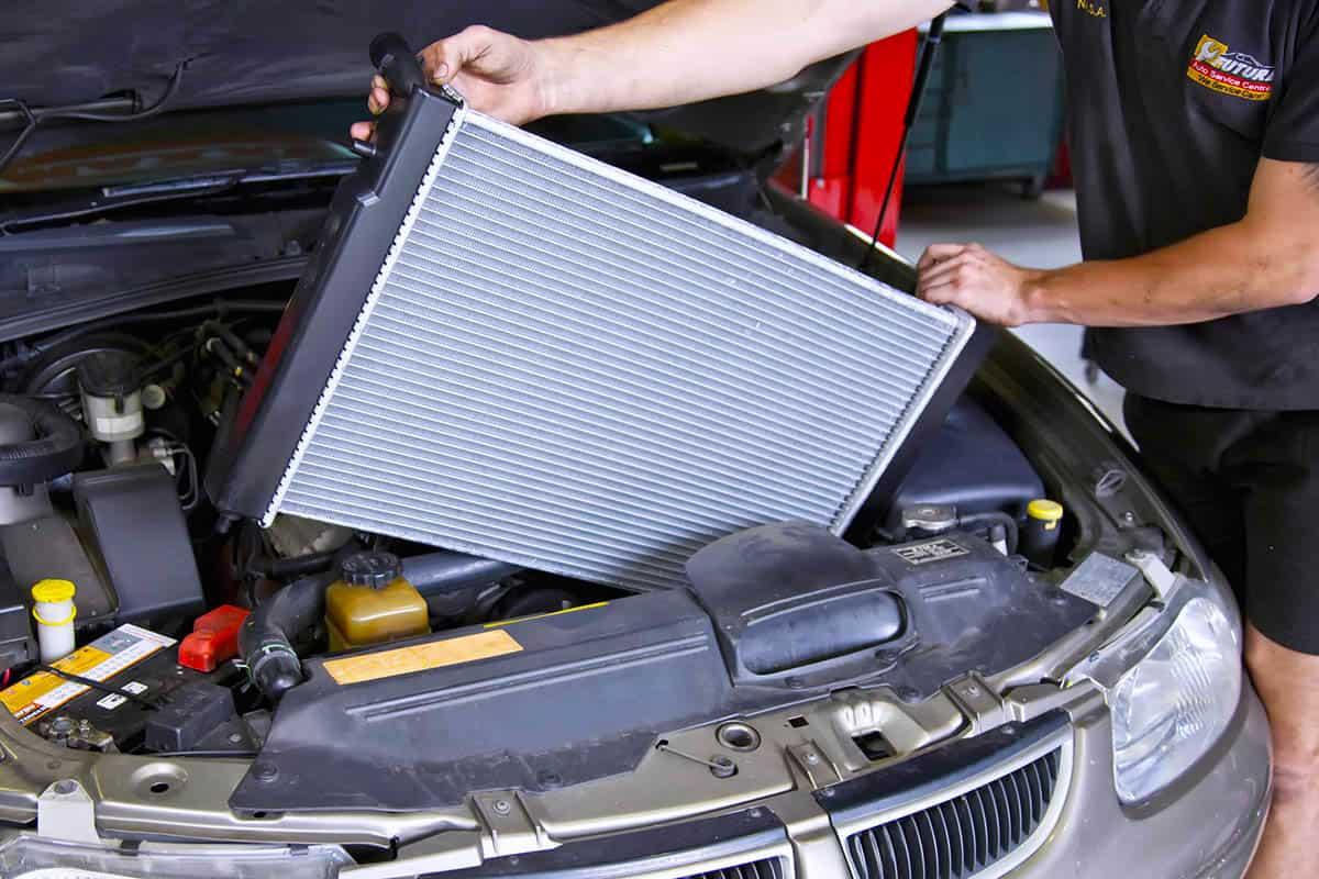 Khi sửa chữa, bảo dưỡng két nước làm mát xe ôtô cần lưu ý gì?