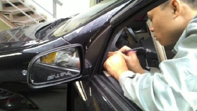 Kinh nghiệm sửa kính chiếu hậu xe ô tô