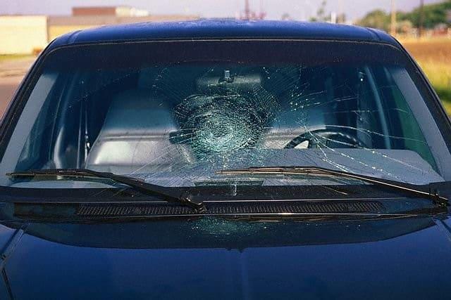 Các vấn đề bạn cần lưu tâm khi sửa, thay kính chắn gió bị nứt xe ôtô