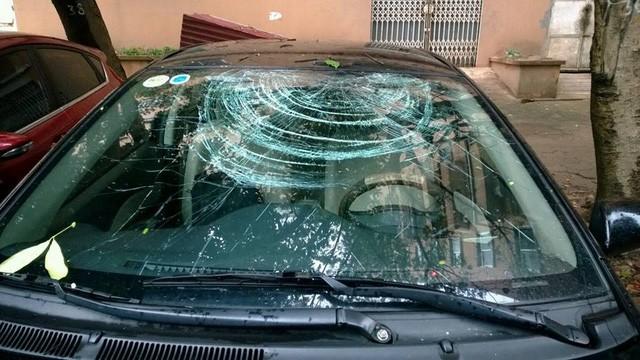 Khi xe xuất hiện những vết nứt hay vết lõm nặng thì bạn hãy đưa xe tới garage uy tín