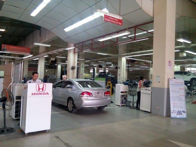 Nên lựa chọn những trung tâm chính hãng để bảo dưỡng xe