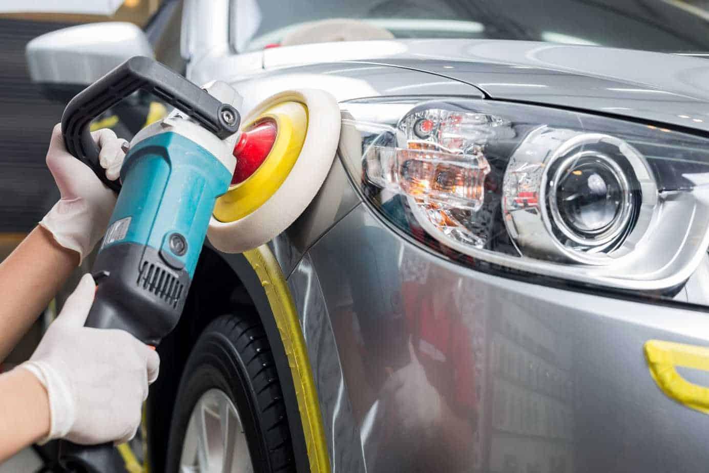 Đánh bóng ngoại thất xe ô tô sẽ giúp bảo vệ lớp sơn xe luôn sáng bóng