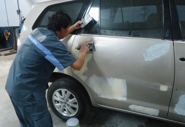 3 lưu ý khi đồng sơn xe ô tô để khắc phục tình trạng hư hỏng của thân vỏ xe 1