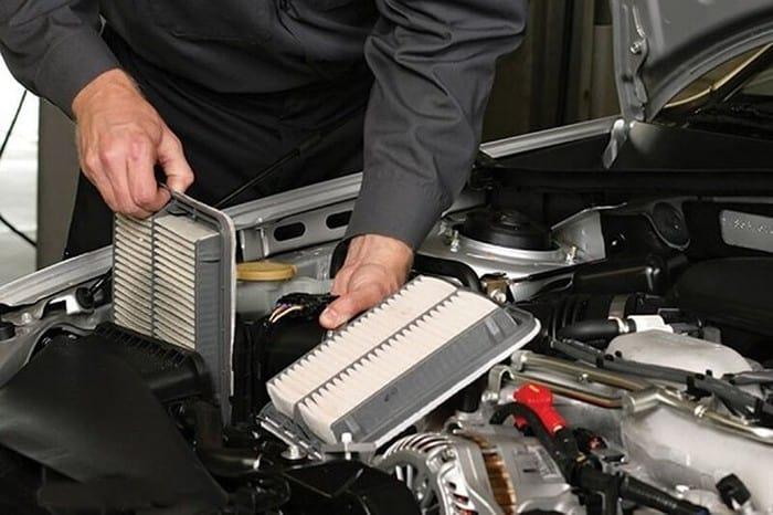 Khi xe bạn chạy khoảng 30.000 – 40.000 km bạn nên thay lọc gió động cơ xe ô tô