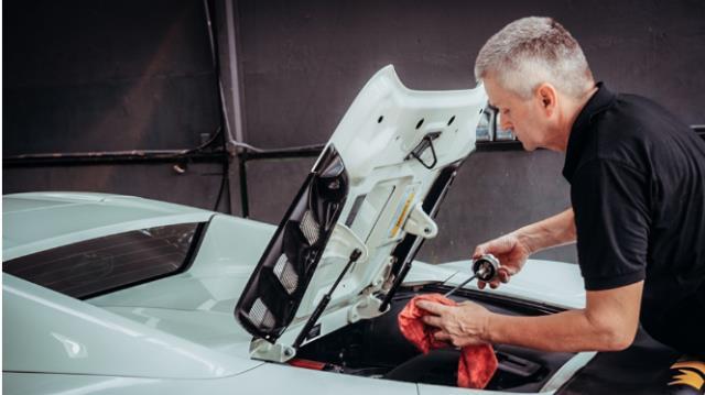Mẫu xe Ferrari là mẫu xe sang cần được chăm sóc kỹ lưỡng ít nhất 1 năm 1 lần