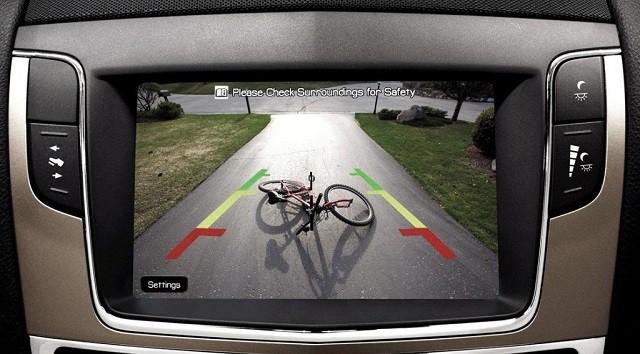 Camera lùi ô tô là thiết bị công nghệ hỗ trợ lái xe an toàn