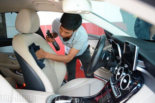 Quy trình khắc phục ghế xe ô tô bị rách, thủng lỗ cần đảm bảo đầy đủ các bước