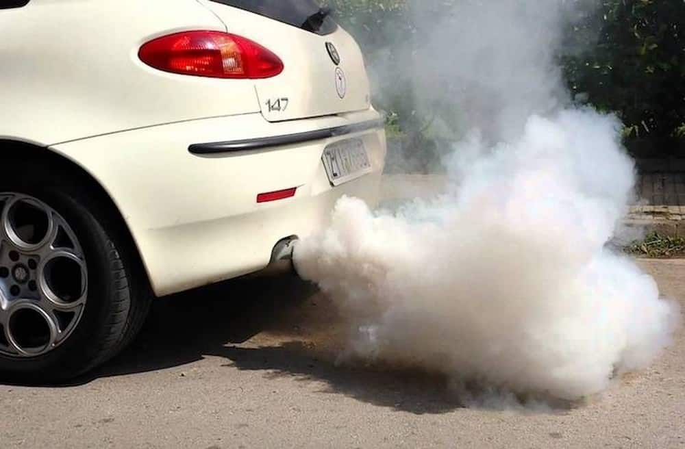 How To Guess The Car's Disease Thanks to the Color and Smell of Exhaust Gas 3 Thanh Phong Auto HCM