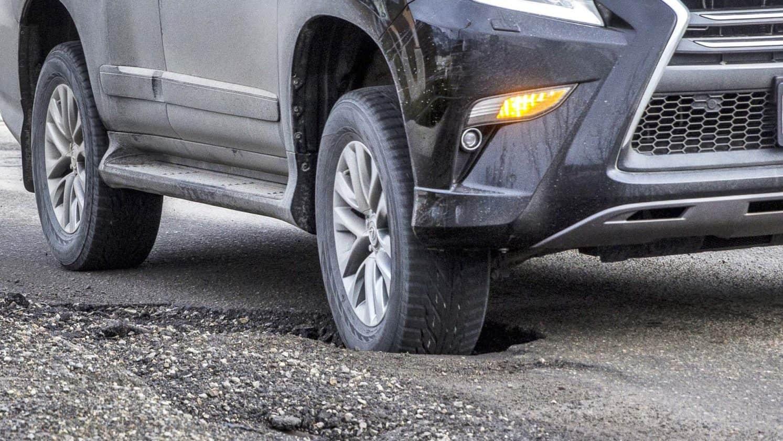 Một Số Lưu Ý Khi Xe Ô Tô Thường Xuyên Gặp Ổ Gà 3 Thanh Phong Auto HCM