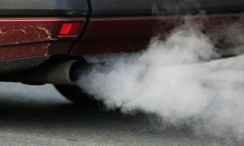 How To Guess The Car's Disease Thanks to the Color and Smell of Exhaust Gas 2 Thanh Phong Auto HCM