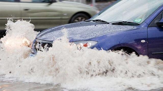 Hiện nay Việt Nam thường xuyên xảy ra ngập lụt nên bảo hiểm thủy kích khá quan trọng
