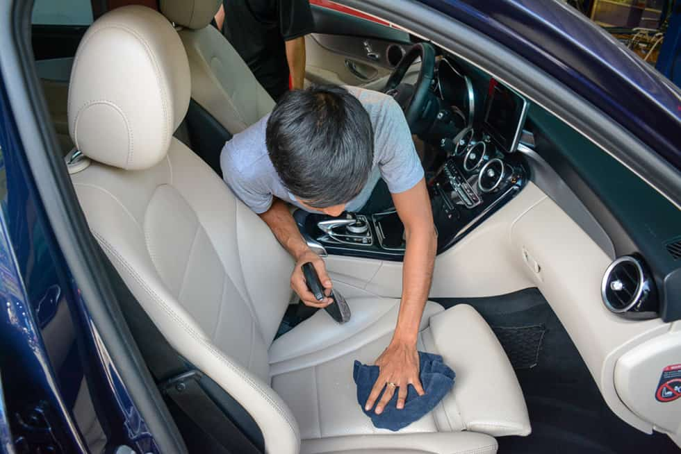 Car Cleaning and Disinfecting Efficiently During the Translation Season Covid 19 6 Thanh Phong Auto HCM