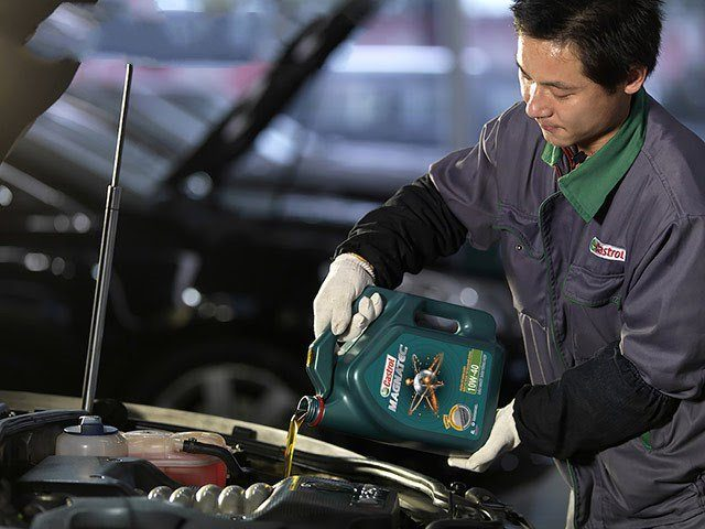 Addresses for changing genuine Castrol MAGNATEC 10W-40 lubricants