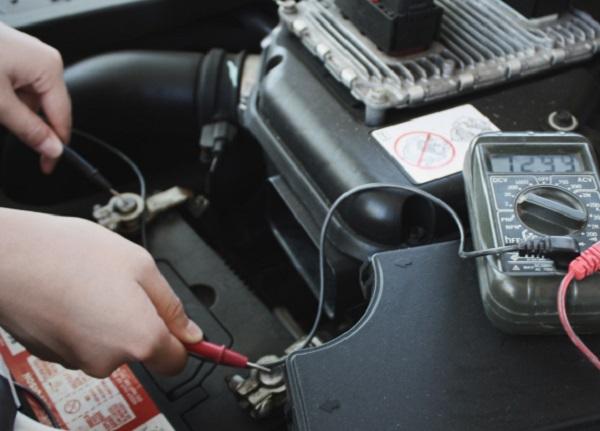 Dấu Hiệu, Cách Kiểm Tra Vấn Đề Trên Hệ Thống Sạc Ô Tô 4 Thanh Phong Auto HCM